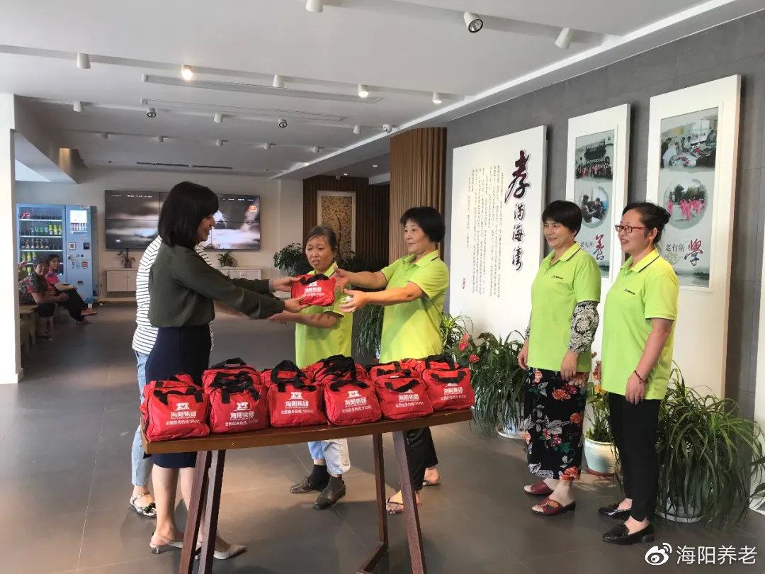 上海海奉护理站慰问现场